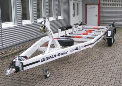 Trailer-ultralight-M1-3650-Extras-CenterLoader-Kielrollen2